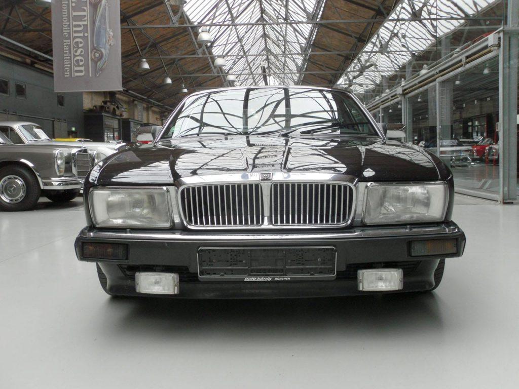 jaguar-xj40-2