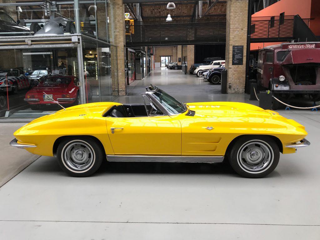 Chevrolet-Corvette-C2-Cabriolet-03