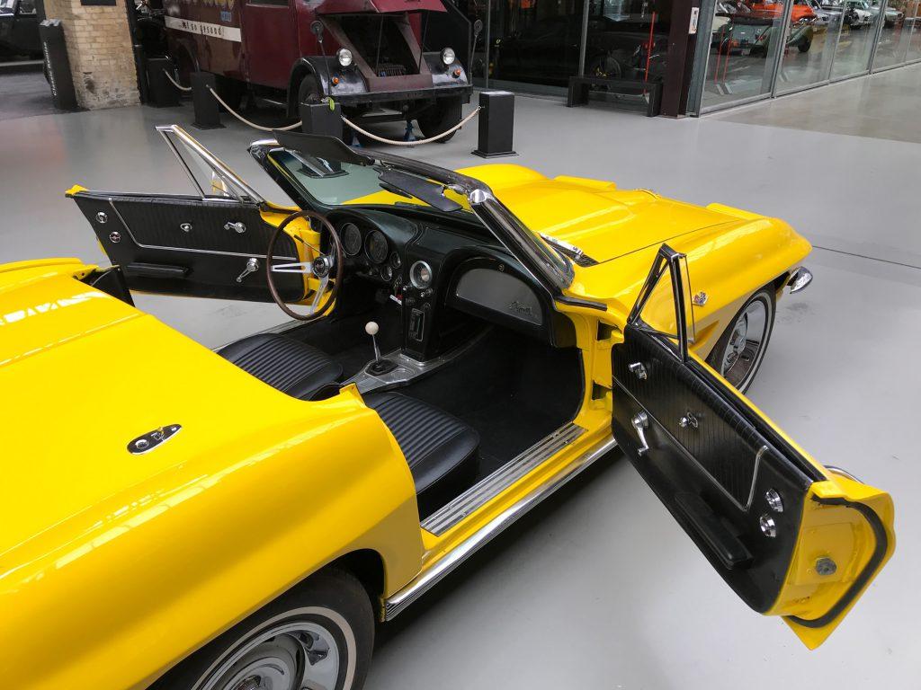 Chevrolet-Corvette-C2-Cabriolet-09